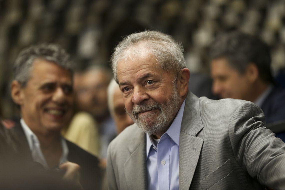 Brasília - O ex-presidente Luiz Inácio Lula da Silva acompanha o pronunciamento da presidenta afastada, Dilma Rousseff, durante na sessão de julgamento do impeachment no Senado (Marcelo Camargo/Agência Brasil)