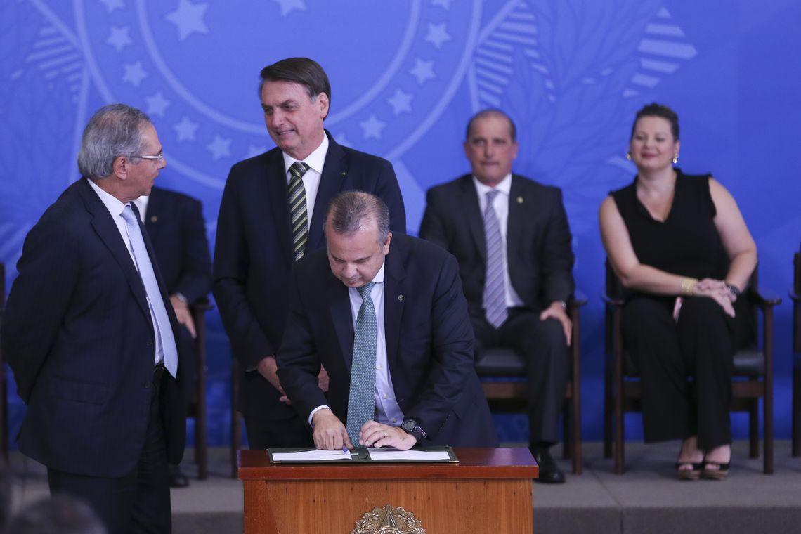 O presidente Jair Bolsonaro durante cerimônia da assinatura de atos de revisão e modernização das normas regulamentadoras da saúde e segurança do trabalho, no Palácio do Planalto.