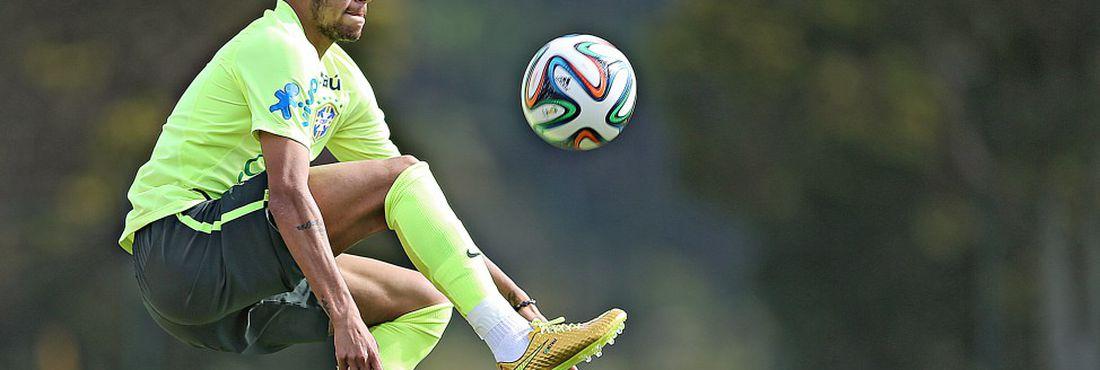 e7af665df4 Neymar durante treino da seleção brasileira nesta quinta-feira (26) na granja  Comary