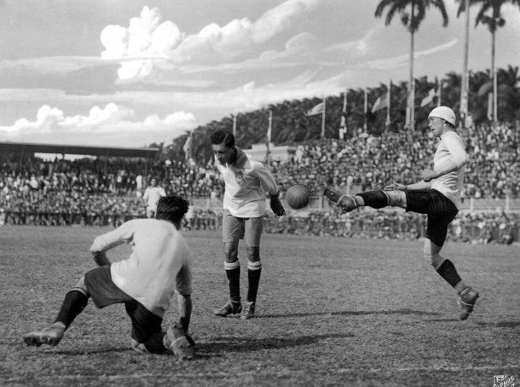 Gol do título em 2019: Firedenreich faz de cabeça o gol da vitória contra o Uruguai