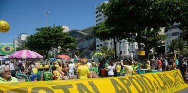 Manifestação em Copacabana pede fim da impunidade e do foro privilegiado