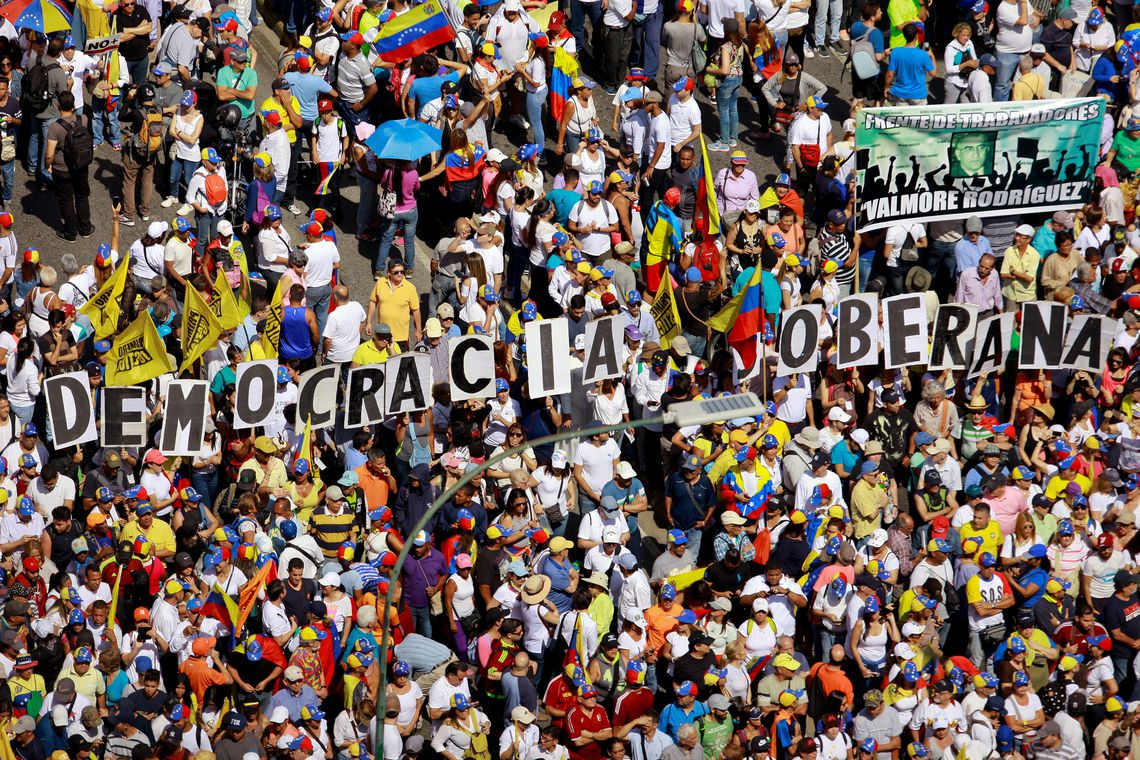 Opposition supporters take part in a rally against Venezuelan President Nicolas Maduro's government in Caracas, Venezuela February 2, 2019. REUTERS/Adriana Loureiro NO RESALES. NO ARCHIVES.