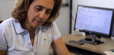 Lygia dirige o Laboratório Nacional de Células-Tronco Embrionárias. Ela e seus alunos estudam a síndrome de Marfan