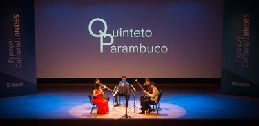 Partituras exibe concerto do Quinteto Parambuco
