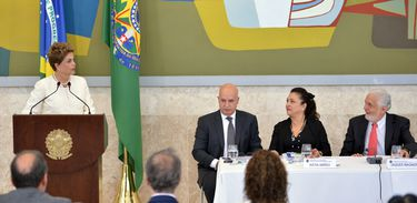 Brasília - A presidenta Dilma Rousseff discursa no encerramento da reunião do Conselho de Desenvolvimento Econômico e Social, o Conselhão, no Palácio do Planalto (Fabio Rodrigues Pozzebom/Agência Brasil)
