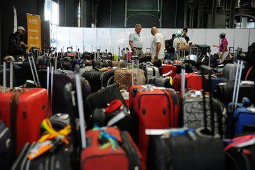 Mais de 4 mil turistas desembarcaram hoje (6) no Píer Mauá, na zona portuária do Rio. A maioria veio ao Brasil para acompanhar os jogos da Copa do Mundo, que começam no próximo dia 12 (Tânia Rêgo/Agência Brasil)