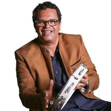 Marquinhos de Oswaldo Cruz é um multiartista e produtor cultural