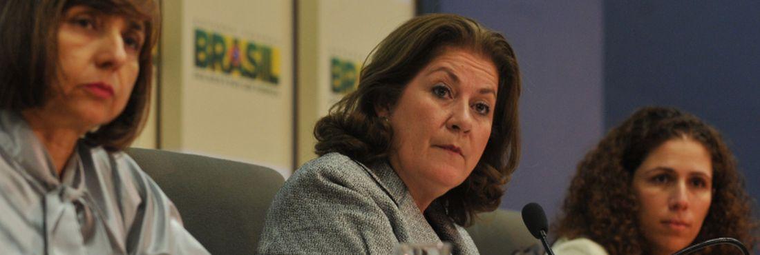 A secretária de Orçamento Federal, Célia Corrêa, ao lado direito da ministra Miriam Belchior