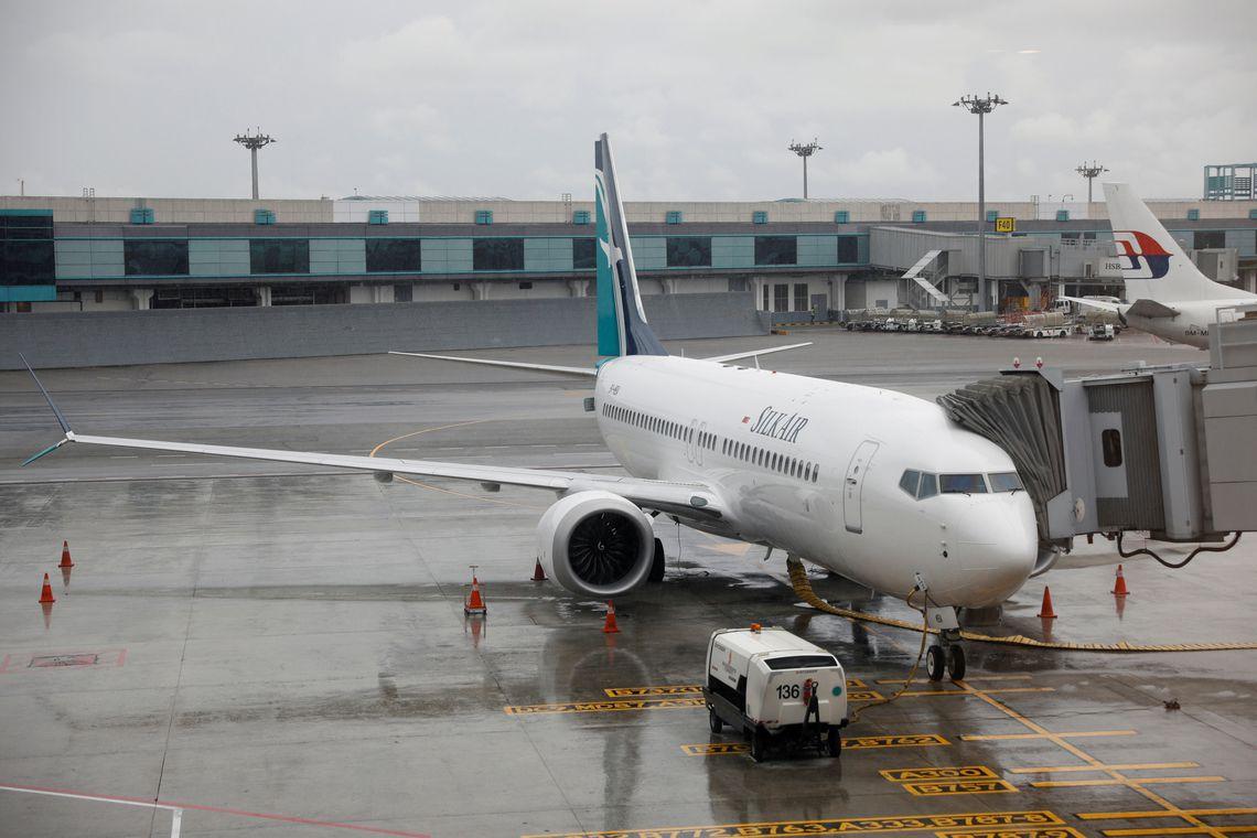 A nova aeronave da SilkAir, o Boeing 737 Max 8, fica na pista do aeroporto de Changi em Cingapura,  REUTERS/Edgar Su/diritos reservados
