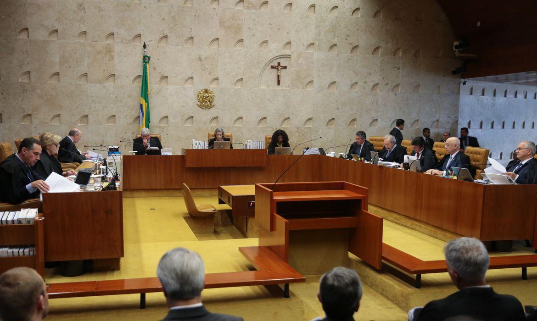 Brasília - O Supremo Tribunal Federal faz sessão plenária  para julgar a liminar de autoria do ministro Marco Aurélio Mello, que determina o afastamento de Renan Calheiros, da presidência do Senado (José Cruz/Agência Brasil)