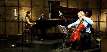 Fernanda Canaud e David Chew em apresentação no programas Partituras, da TV Brasil