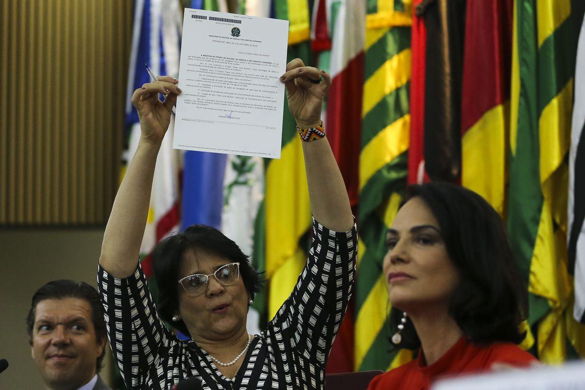 A ministra Damares Alves e a modelo Luiza Brunet, durante lançamento do projeto Salve Uma Mulher.