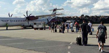 Equipe da Chapecoense embarca no avião da Lamia que sofreu acidente no trajeto para Medellin