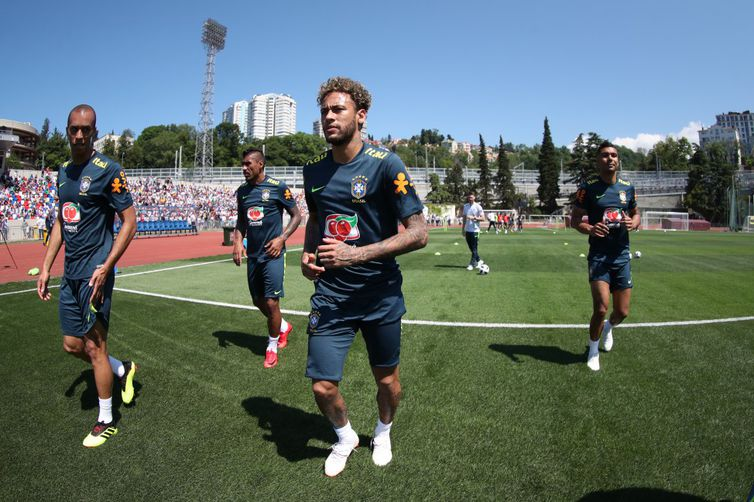 Os que começaram o jogo contra a Áustria, entre eles Neymar, trabalharam apenas a parte física