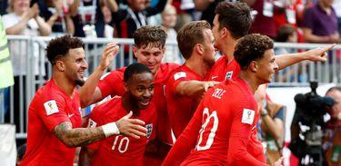 Ouça os comentários do jogo Suécia e Inglaterra