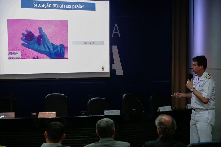 O Almirante de Esquadra Marcelo Francisco Campos, fala sobre as manchas de Óleo no Litoral do Pais.