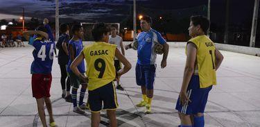 Natal - A prática de esportes é o que anima os meninos do loteamento Alvorada 2, no bairro Pajuçara (Valter Campanato/Agência Brasil)
