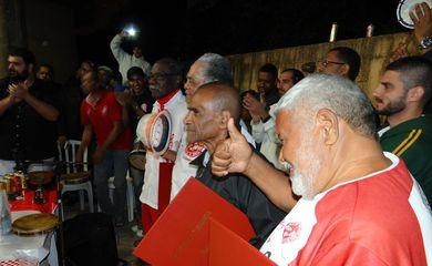 Roda do agrupamento Glória ao Samba homenageia a velha guarda da Salgueiro.