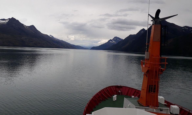 Navio Almirante Maximiano rumo à Antártica