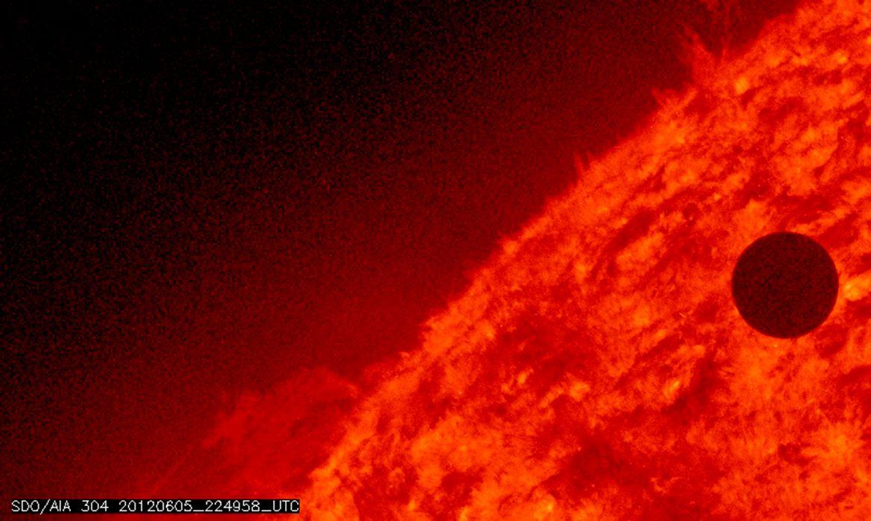 Imagem da NASA mostra o planeta Vênus no começo de sua rotação pelo Sol.