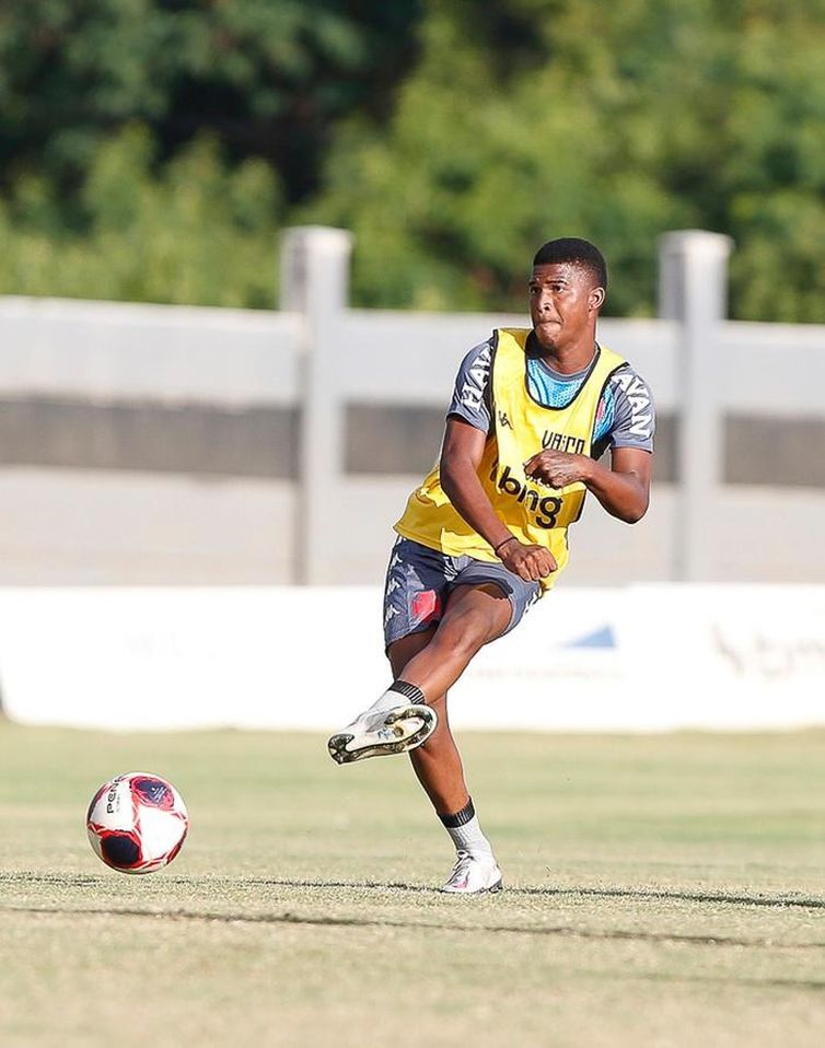 Caio, jogador sub-20, é relacionado pela primeira vez para equipe principal do Vasco contra o Bangu, no Campeonato Carioca, em 03/04/2020