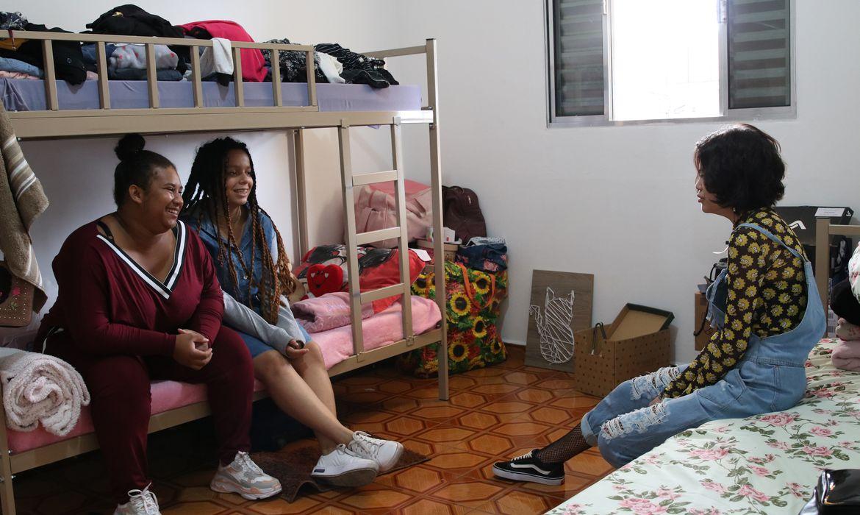São Paulo - Adriana Fernandes, Jessica Dines e Lauana Akutsu desenvolvem a autonomia, dividem as atividades domésticas cotidianas e o gerenciamento de despesas na República Jovem Maria Maria, em Itaquera.