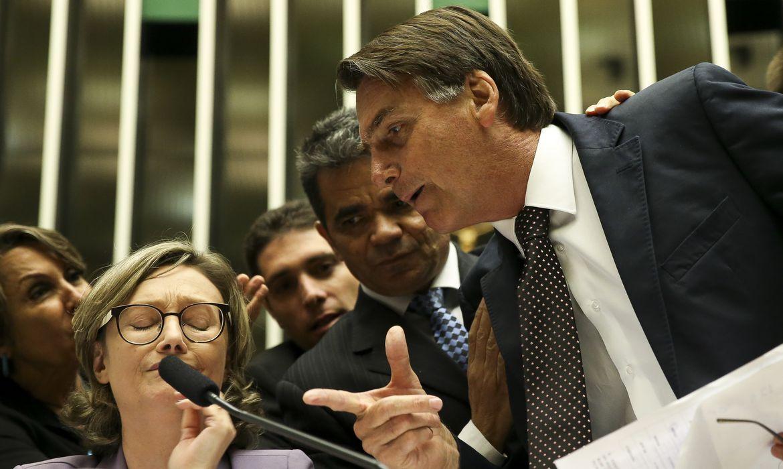 Brasília - O deputado Jair Bolsonaro discute com a deputada Maria do Rosário durante comissão geral, no plenário da Câmara dos Deputados, que discute a violência contra mulheres  (Marcelo Camargo/Agência Brasil)