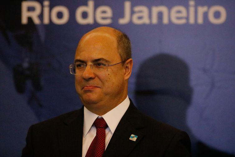 O governador Wilson Witzel assina decreto de redução do ICMS/QAV (querosene de aviação), mediante ampliação da oferta de assentos das cias aéreas, para atrair mais voos para o Rio de Janeiro, no Palácio Guanabara
