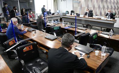 CPI da Pandemia faz sessão administrativa após advogados do depoente informarem que não houve tempo hábil para garantir a presença do médico no colegiado