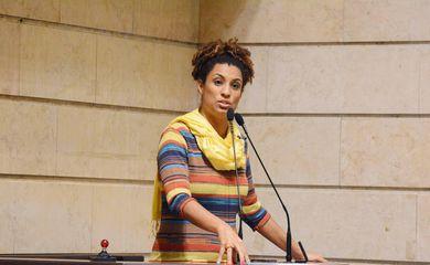 Vereadora Marielle Franco, assassinada em 14 de março de 2018, em foto de arquivo, na tribuna da Câmara Municipal do Rio de Janeiro
