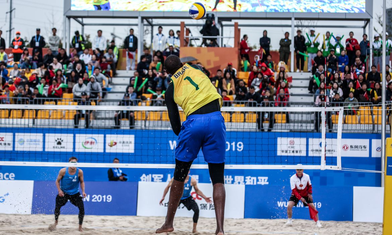Evandro é ouro no vôlei de praia masculino dos 7º Jogos Mundiais Militares.