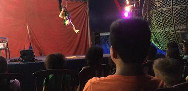 Márcio Aprã visita o Circo Oriental