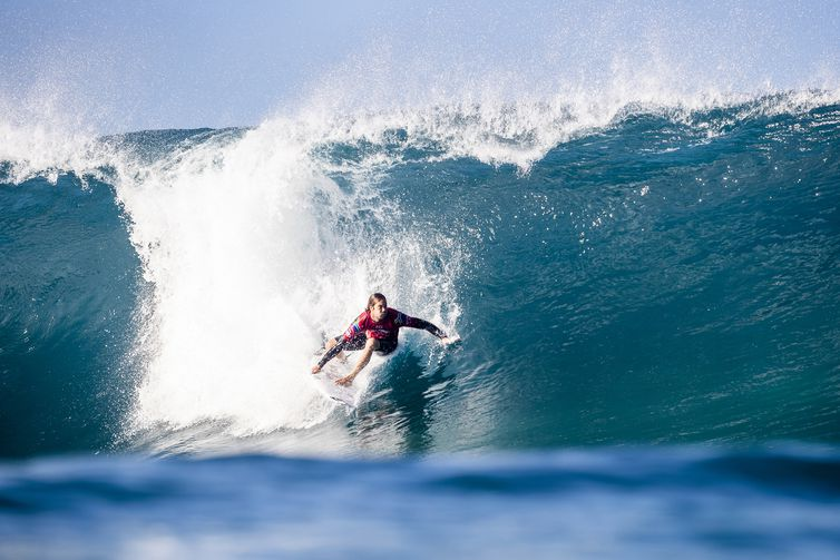 OAHU, UNITED STATES - DECEMBER 10: Jordy Smith of South Africa advances directly to Round 3 of the 2019 Billabong Pipe Masters after placing second in Heat 4 of Round 1 at Pipeline on December 10, 2019 in Oahu, United States. (Photo by Kelly
