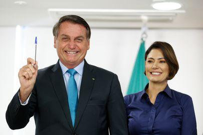 O presidente da República, Jair Bolsonaro e a primeira-dama, Michelle Bolsonaro, participam da cerimônia de assinatura do decreto que institui a Política Nacional de Educação Especial: Equitativa, Inclusiva e com Aprendizado ao Longo da Vida