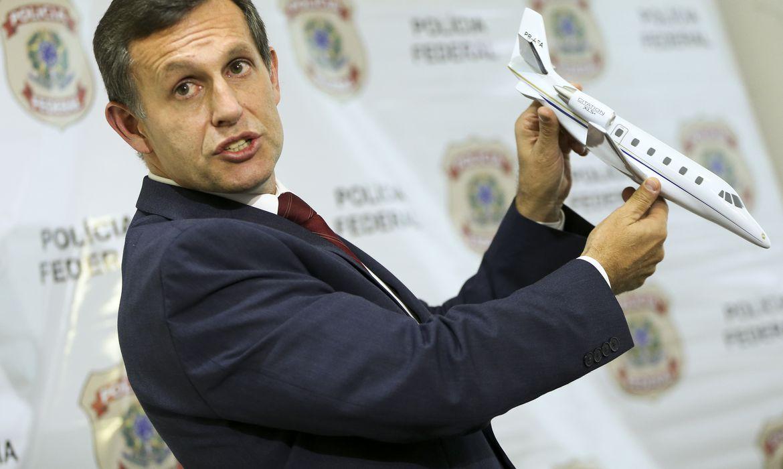 O delegado da Polícia Federal, Rubens Maleiner, apresenta relatório sobre o acidente aéreo que vitimou o ex-governador de Pernambuco Eduardo Campos.