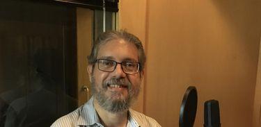 Maestro André Cardoso em estúdio