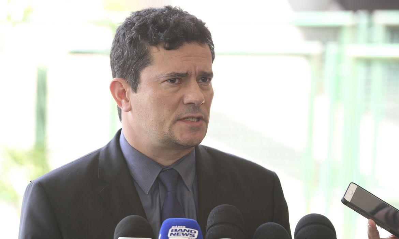 O coordenador do Grupo Técnico de Justiça, Segurança e Combate à Corrupção do Gabinete de Transição Governamental, Sergio Moro, fala à imprensa, no CCBB.