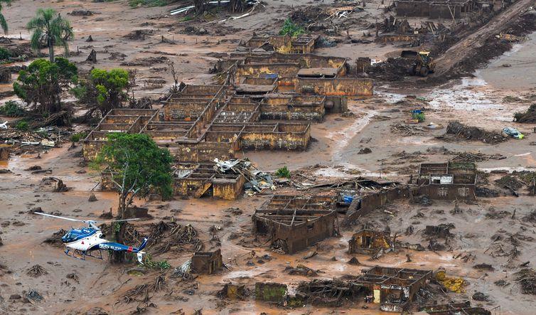 Área afetada pelo rompimento de barragem no distrito de Bento Rodrigues, zona rural de Mariana, em Minas Gerais