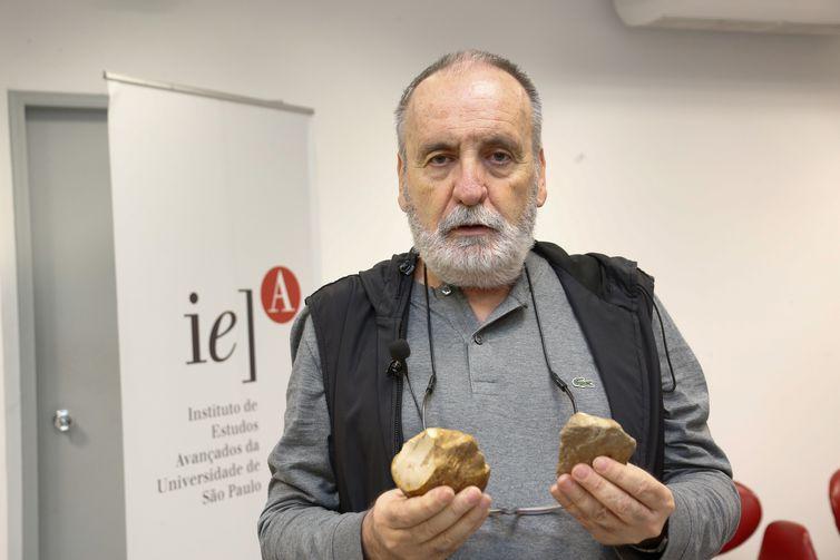 Coletiva de imprensa no IEA com o professor Walter Neves e os pesquisadores /professores Fábio Parenti (UFPR) , Giancarlo (UNESP), Astolfo Araujo (MAE - USP) sobre a descoberta de pedra lascada que indica mudanças na história evolutiva dos