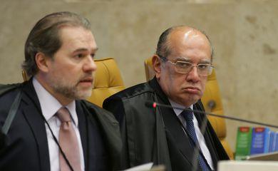 Os ministros do Supremo Tribunal Federal (STF) Dias Toffoli e Gilmar Mendes durante sessão para julgamento sobre a restrição ao foro privilegiado.