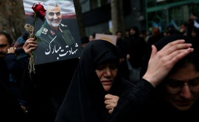 Iranian women react as they gather to mourn General Qassem Soleimani, head of the elite Quds Force, who was killed in an air strike at Baghdad airport, in Tehran, Iran January 4, 2020. Nazanin Tabatabaee/WANA (West Asia News Agency) via REUTERS
