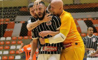 Corinthians vence de virada o Carlos Barbosa, fora de casa, por 3 a 2, e avança à semifinal da LNF 2020