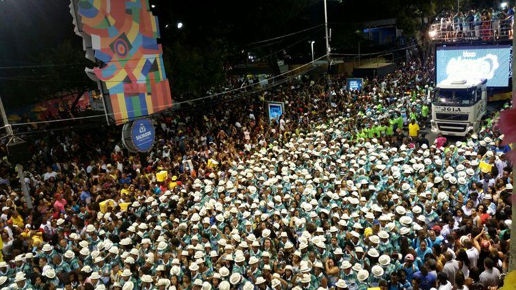 Carnaval de Salvador homenageia 100 anos do samba