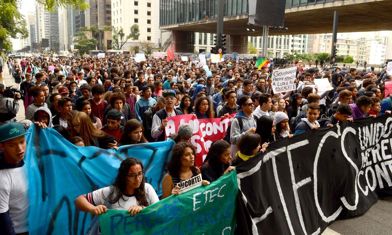 ŒSão Paulo - Manifestação dos estudantes secundaristas contra cortes na educação e a máfia da merenda (Rovena Rosa/Agência Brasil)