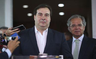 O presidente da Câmara dos Deputados, Rodrigo Maia, e o ministro da Economia, Paulo Guedes, após reunião.