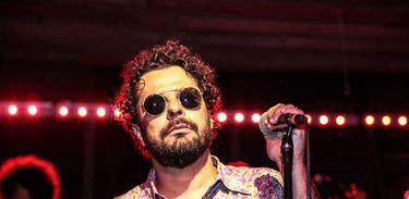 Artista pernambucano se apresenta às quintas-feiras de agosto em Ipanema