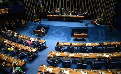 Senador Aécio Neves (PSDB) discursa no plenário do Senado (Fabio Rodrigues Pozzebom/Agência Brasil)