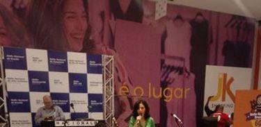Cantora Márcia Tauil e o instrumentista Matheus Donato, no Shopping JK
