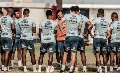 O Santos fecha nesta quinta-feira (24) a participação dos clubes brasileiros na quarta rodada da Fase de Grupos da Copa Libertadores. O Peixe vai encarar o Delfín (EQU) fora de casa, no estádio Jocay, na cidade de Manta, no Equador,