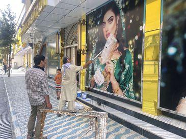 Insurgentes, Kabul, Muro , apagam foto de mulheres